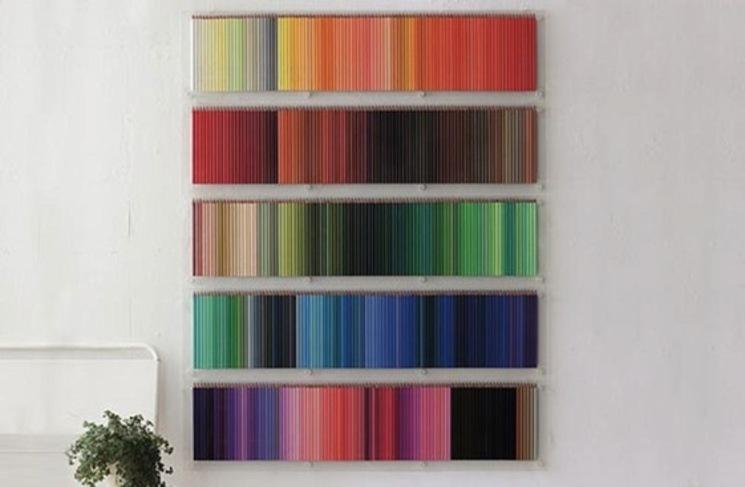 Decorando una pared con 500 lápices de colores