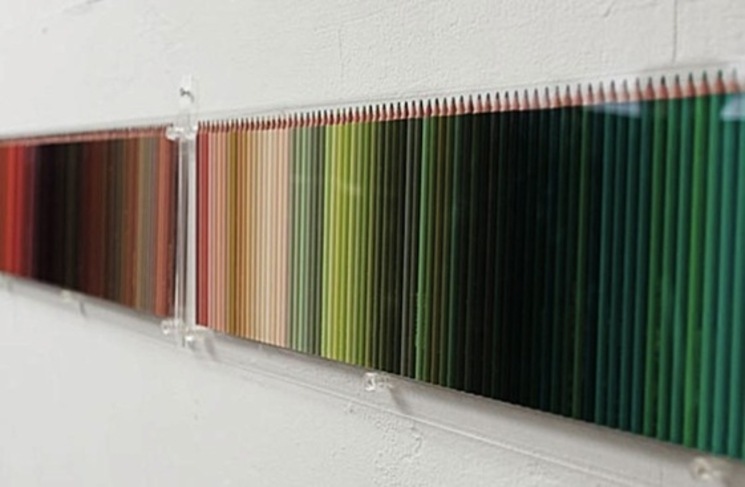 Decorando una pared con 500 lápices de colores