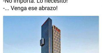 Edificios abrazados | Amor arquitectónico