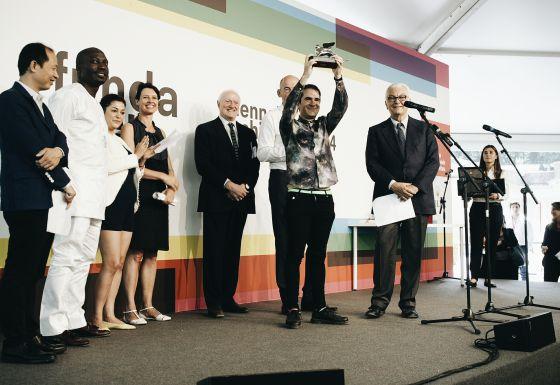 Andrés Jaque recibe el premio león de plata en la Bienal de Venecia