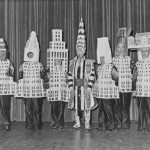 arquitectos vestidos como edificios