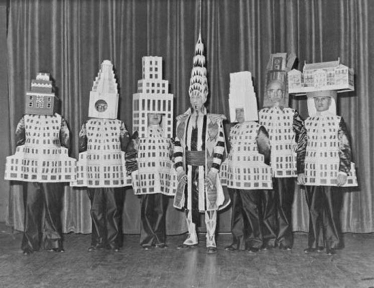 Arquitectos famosos vestidos como sus edificios (1931)
