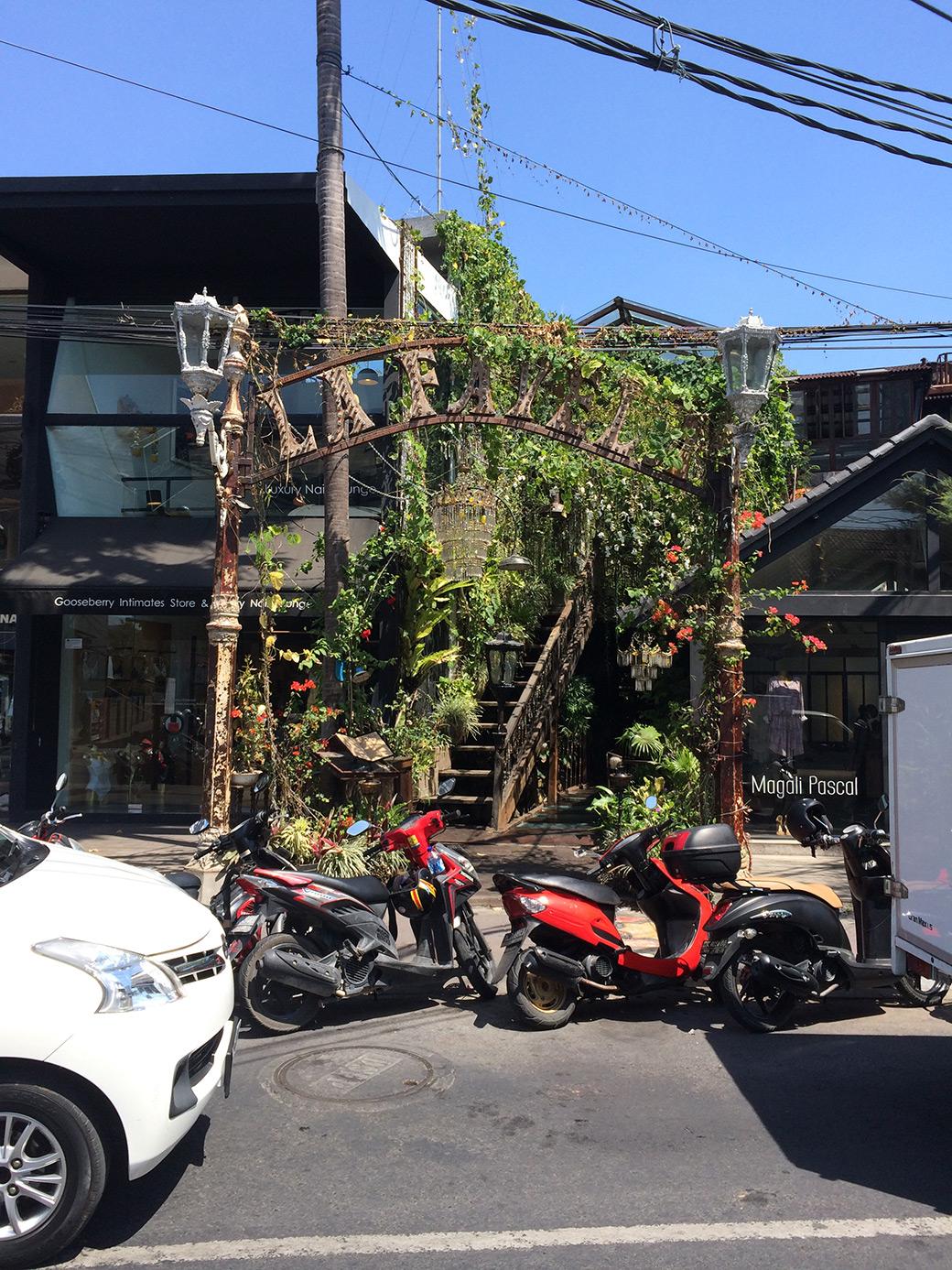 Arquitectura-balinesa-entrada-bar