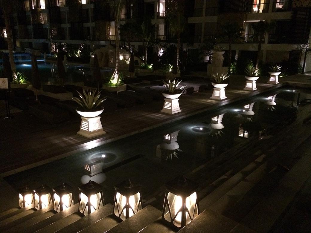 Arquitectura-balinesa-entrada-piscina