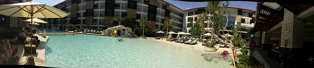 Arquitectura-balinesa-playa-piscina