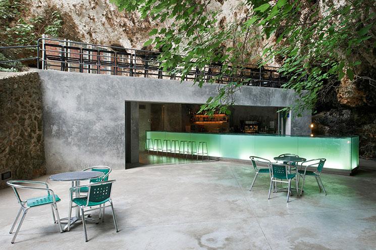 bar en las cuevas