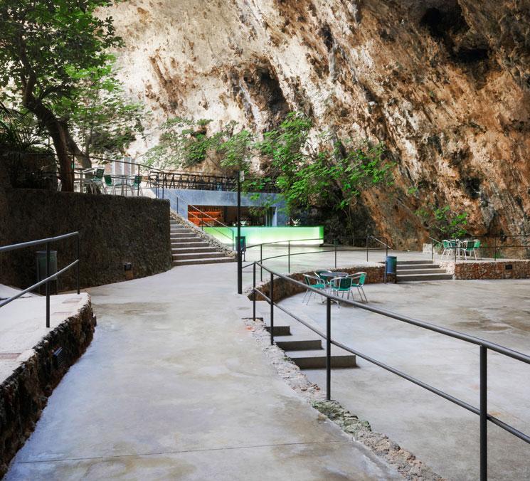 Bar en las cuevas del hams en mallorca por a2 arquitectos - Arquitectos en mallorca ...