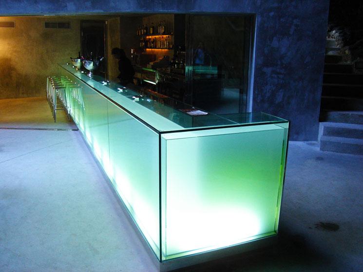 Bar en las Cuevas del Hams en Mallorca por A2 arquitectos