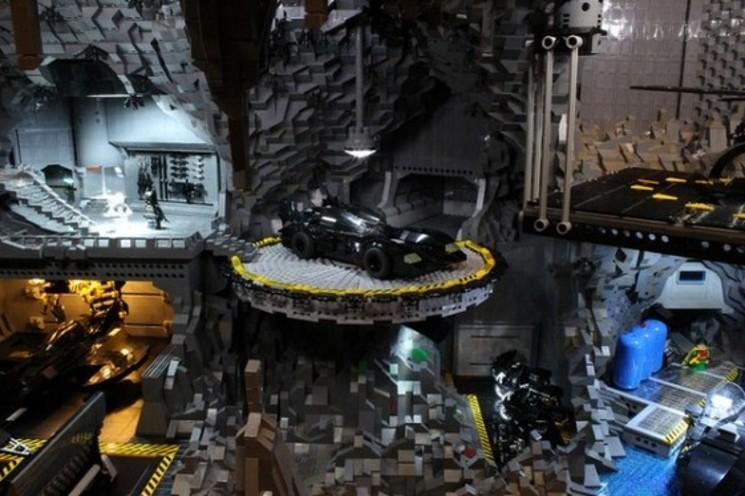 Impresionante Bat-Cueva de 20.000 piezas de LEGO ©