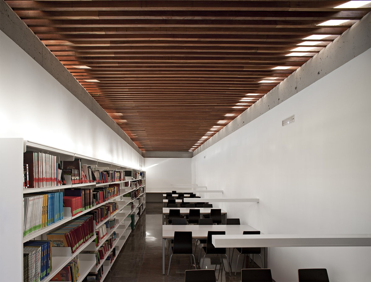 Biblioteca publica Maria Lejarraga Rubens Cortes Arquitectos