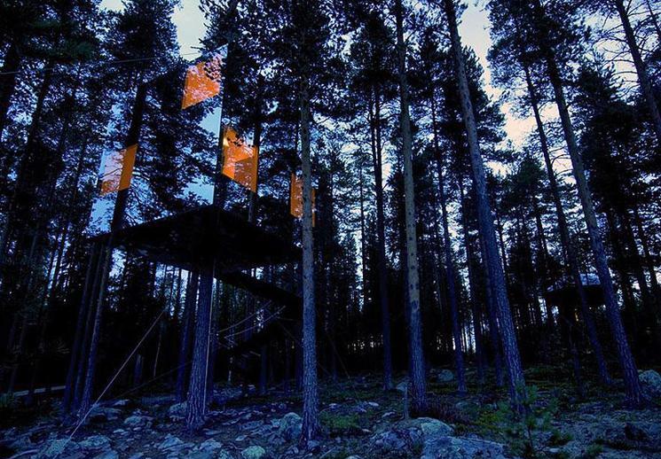 esta casa de espejos casi invisible es parte de un proyecto de hotel en los rboles en el norte de suecia su integracin en el paisaje es increble