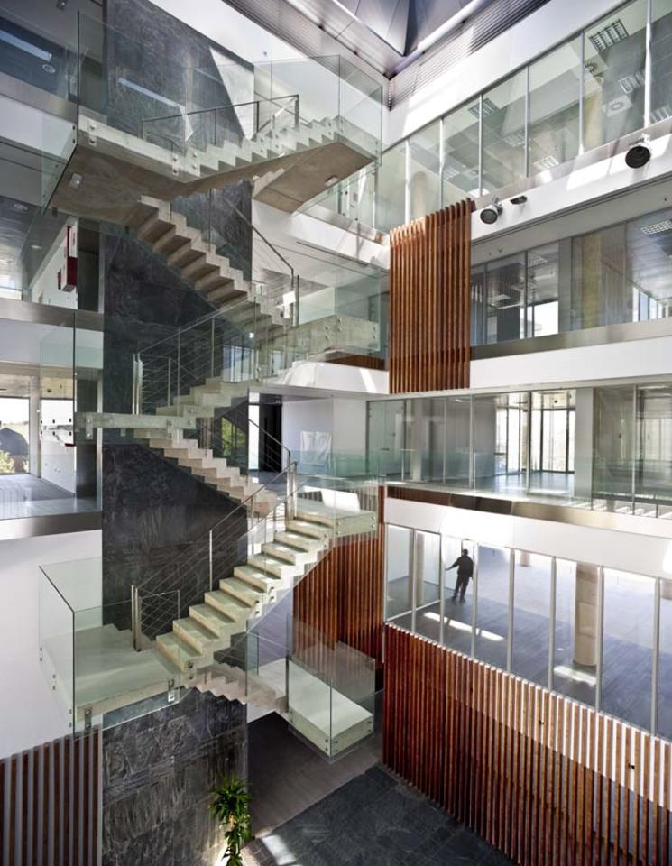 Comisar a fuencarral el pardo por voluar arquitectura for Edificios educativos arquitectura