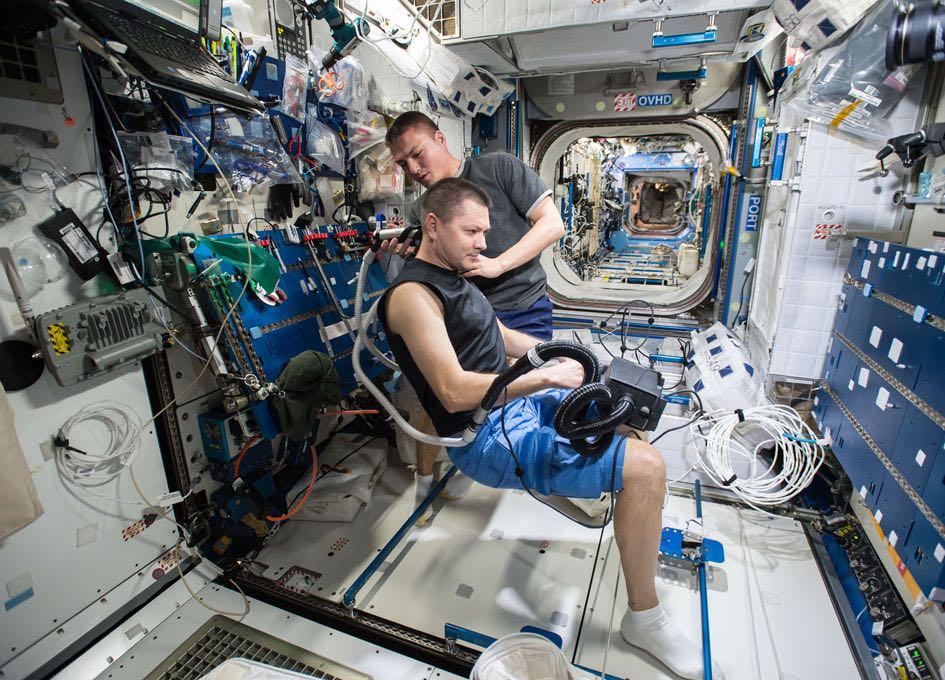 Corte de pelo en la ISS