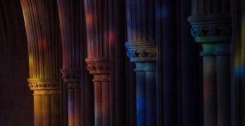 La belleza abstracta arrojada por las cristaleras de la Catedral Nacional de Washington