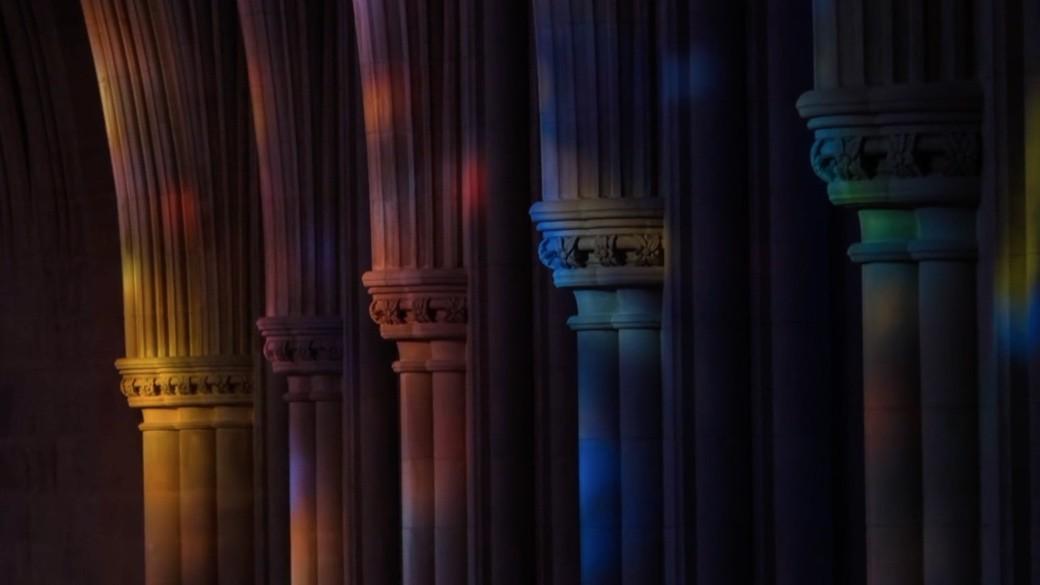 Cristaleras-de-la-catedral-nacional-de-washington