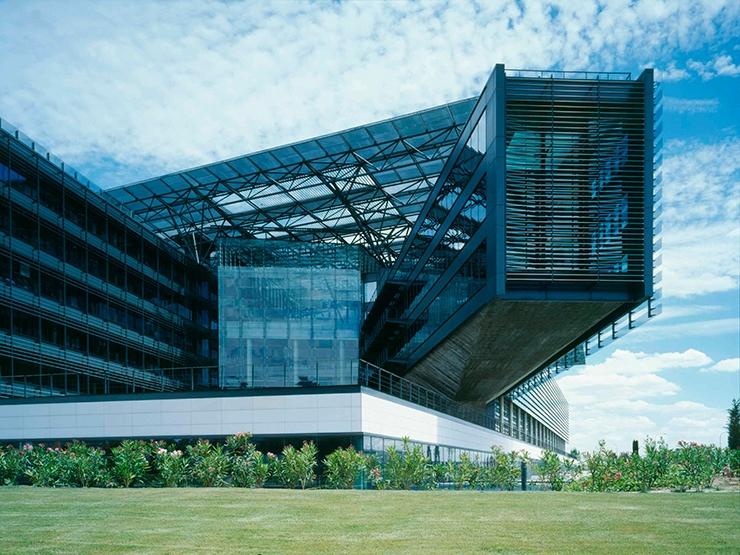Sede central de endesa por rafael de la hoz arquitectos for Oficinas endesa barcelona