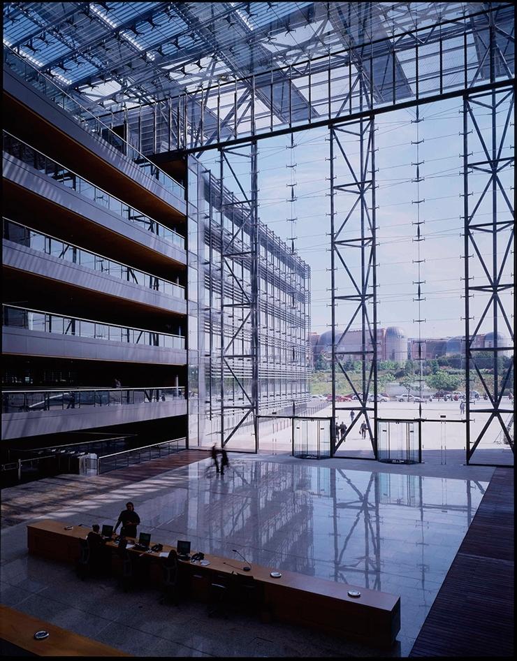 sede central de endesa por rafael de la hoz arquitectos