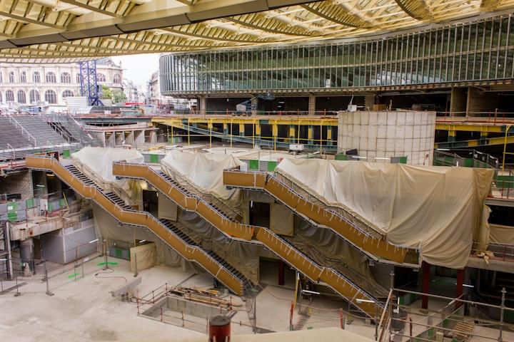 Escaleras de acceso a los diferentes niveles del centro comercial. Daniel Cuaresma