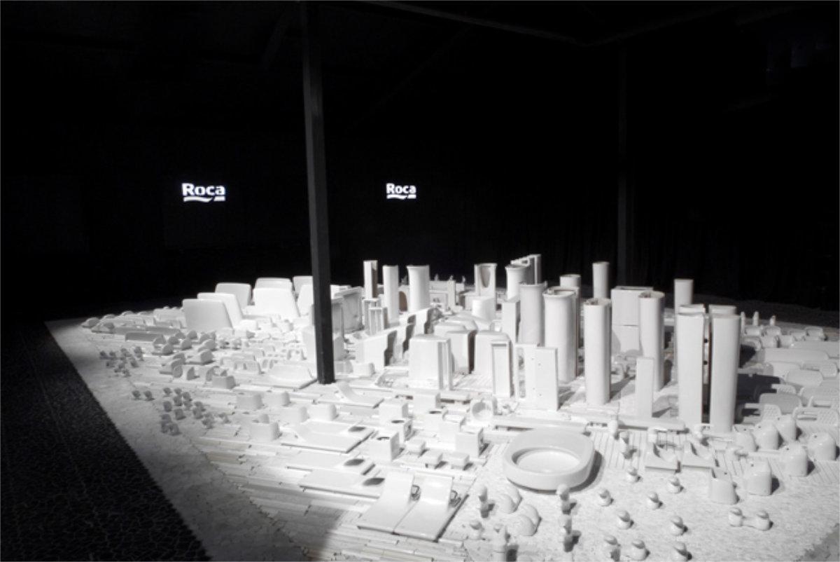 Instalación The white city para Roca en Casadecor Madrid de Saeta Estudi