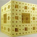El fractal de la Esponja de Menger hecha con notas Post-It