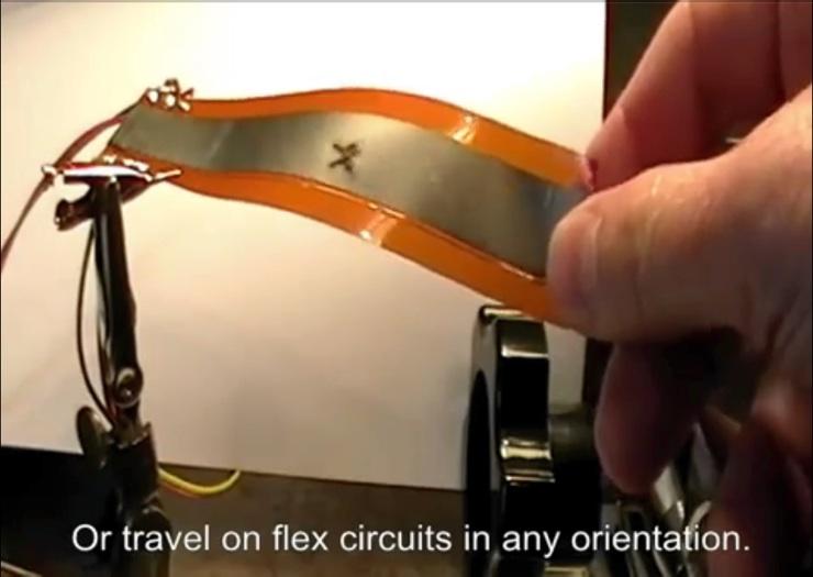 Micro-robot sobre circuito flexible
