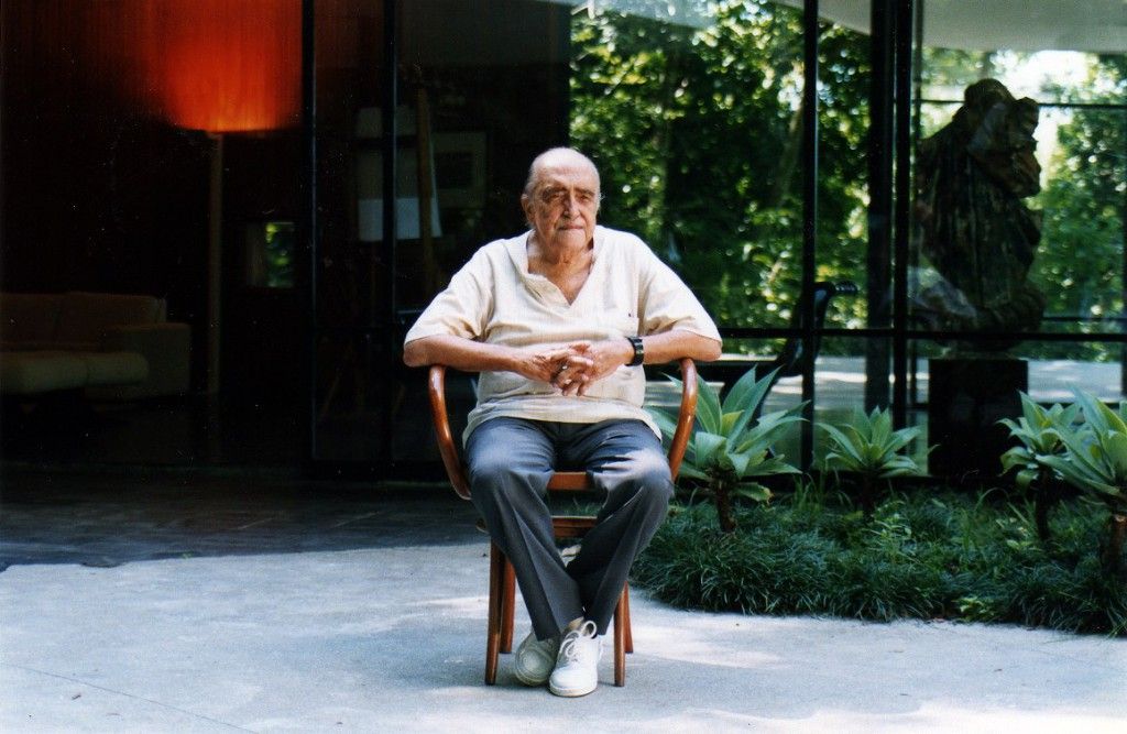 Oscar Niemeyer at home - casa das canoas