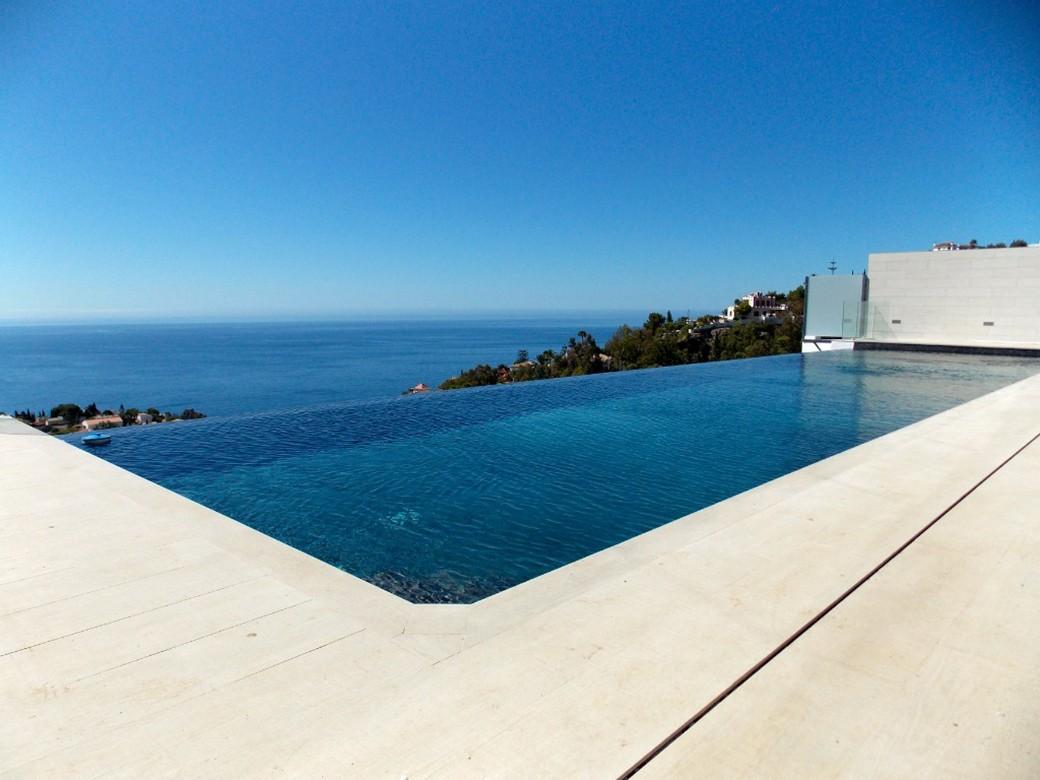 C mo est evolucionando el dise o y construcci n de piscinas for Construccion de piscinas en malaga