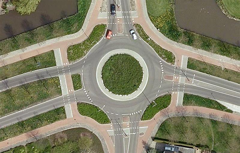 Rotonda sin prioridad de paso a ciclistas