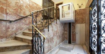 Salvaescaleras accesibilidad en Arquitectura