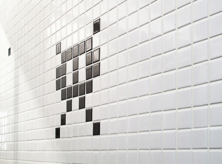 Baño Space Invaders para los más frikis