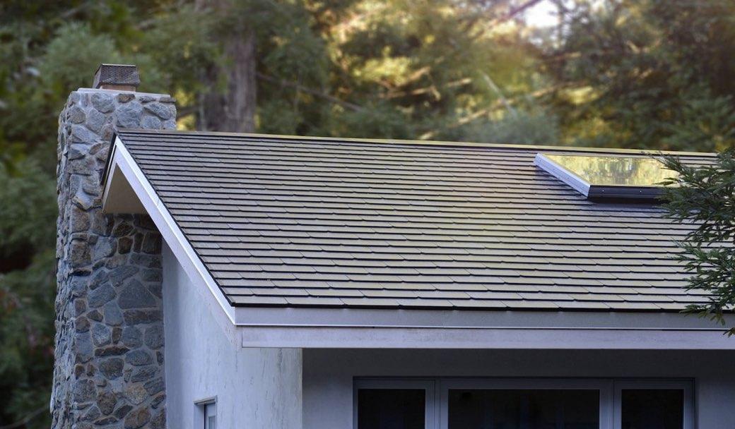 Instalados los primeros tejados solares tesla en casas de for Tejados solares