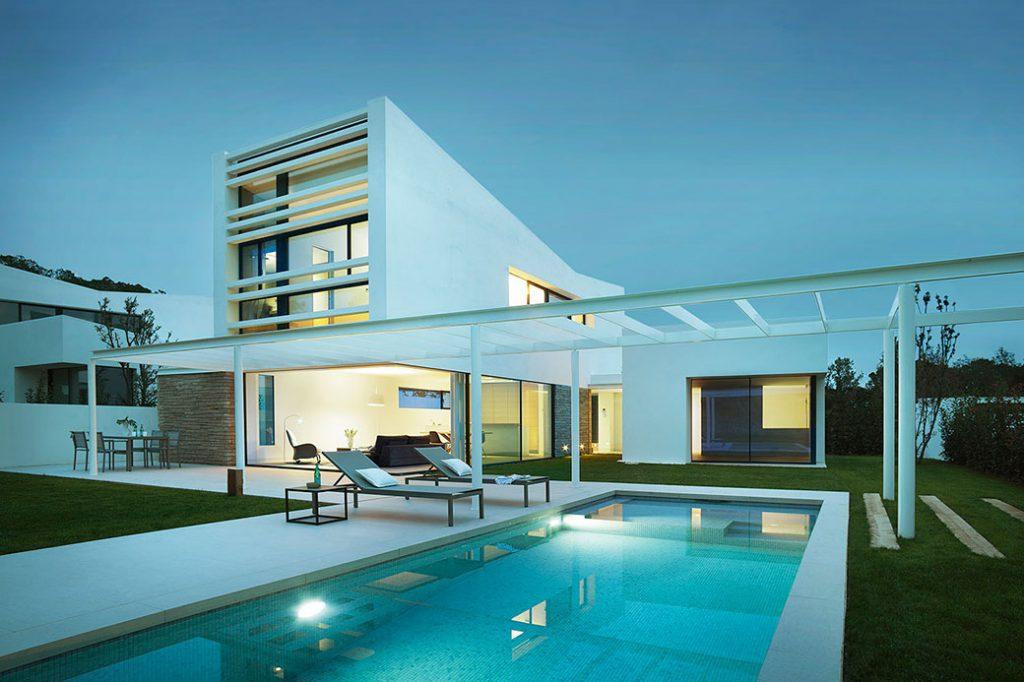 Conjunto de villas La Pineda por Jaime Prous architects