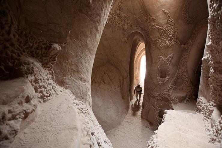 catedral-esculpida-en-la-roca-01