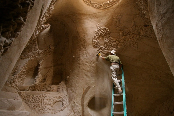 catedral-esculpida-en-la-roca-04