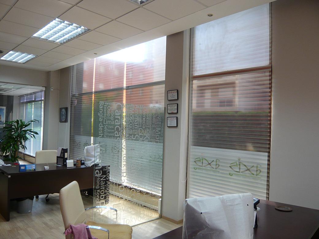Estores y l minas de protecci n solar for Tipos de cortinas y estores