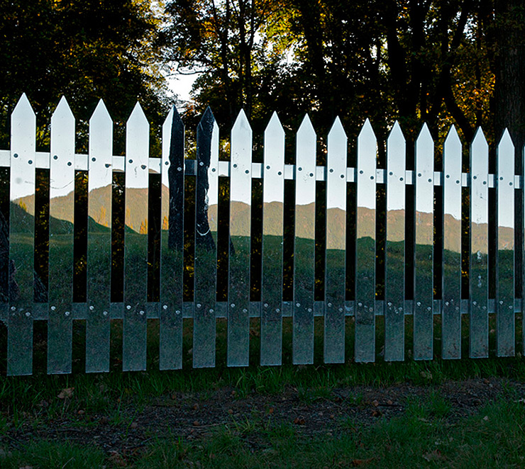 land-art-mirror-fence-shotz-03