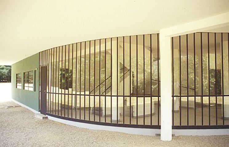 le-corbusier-villa-savoye-planta-baja-01