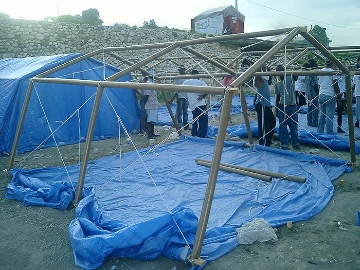 shigeru-ban-refugio-emergencia-papel-haiti-2010-a